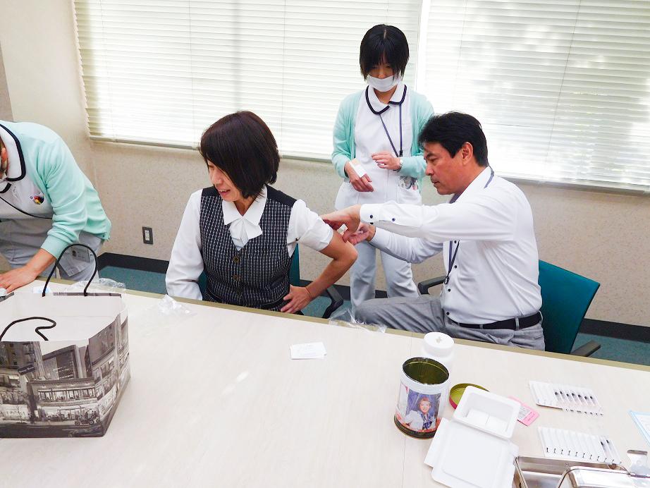 本社内でインフルエンザ予防接種の実施(年4回)